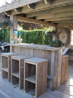 Rustic Outdoor Bar, Rustic Outdoor Kitchens, Outdoor Kitchen Bars, Patio Kitchen, Outdoor Garden Bar, Diy Bbq Area, Bbq Shed, Grill Gazebo, Barbecue Garden