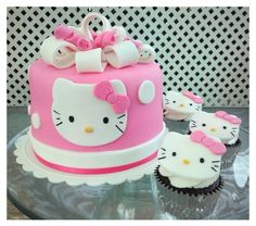 Bits N' Bytes: Hello Kitty Cake and Cupcakes Hello Kitty Theme Party, Hello Kitty Birthday Cake, Hello Kitty Themes, Birthday Cake Girls, Kitty Party, Birthday Cakes, Hello Kitty Cake Design, Torta Hello Kitty, Hello Kitty Cupcakes