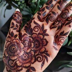 Modern Henna Designs, Rose Mehndi Designs, Indian Mehndi Designs, Mehndi Designs 2018, Henna Art Designs, Mehndi Designs For Beginners, Wedding Mehndi Designs, Beautiful Henna Designs, Bridal Nails Designs