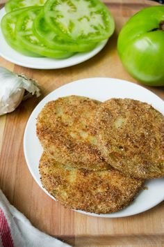 Garlic Parmesan Fried Green Tomatoes Garlic-Parmesan Fried Green Tomatoes from A Dash of Soul Veggie Dishes, Vegetable Recipes, Food Dishes, Side Dishes, Vegetarian Recipes, Cooking Recipes, Healthy Recipes, Tomato Dishes, Vegetable Sides