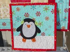 Sweet Penguin Mug Rug Small Quilts, Mini Quilts, Baby Quilts, Quilting Projects, Sewing Projects, Quilting Ideas, Penguin Mug, Penguin Life, Mug Rug Patterns