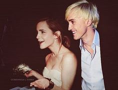emma watson and tom felton - Dramione Draco Malfoy, Draco And Hermione, Ginny Weasley, Severus Snape, Mundo Harry Potter, Harry Potter Cast, Harry Potter World, Dramione, Slytherin