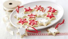 Christmas biscuit and cookie recipes from BBC Food to share with everyone, whatever their favourite. From gingerbread to classic shortbread, from fancy iced biscuits to simple cookies - we have all you need to whip up a bumper batch. Christmas Tree Food, Christmas Recipes For Kids, Christmas Desserts Easy, Noel Christmas, Homemade Christmas, Christmas Baking, Christmas Treats, Christmas Cookies, Xmas Food