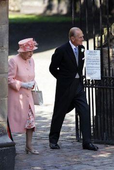 Queen Elizabeth II. and Prince Philip leave the Canongate Kirk in Edinburgh in 2011