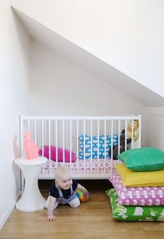 jane the pain - inredning & sånt.. white nursery with bright pops of color with fabric