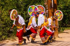 voladores de papantla | Papantla flyers (Voladores de Papantla), Xcaret Park (Eco ... Central America, North America, Quintana Roo, Mexican Dresses, World Photography, Mexican Art, Holiday Time, Going Out, Around The Worlds
