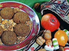 Gülablı qovut - Rose and walnut biscuits -   These biscuits (cookies) of roasted wheat with walnuts are served on special occasions, especially at the Novruz spring holiday.