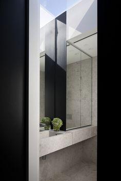 Australian Interior Design Awards Australian Interior Design, Interior Design Awards, Mirror Decor Living Room, Marble House, Facade House, House Facades, Glass Structure, Bathroom Design Inspiration, Modern House Design