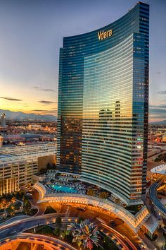 Las Vegas Hotel Tips. Sometimes, it is necessary to stay in a Las Vegas hotel. People often are disappointed with hotel rooms because they leave out the research. Unique Buildings, Amazing Buildings, Futuristic Architecture, Amazing Architecture, Vdara Las Vegas, Nevada Usa, Las Vegas Nevada, Wynn Las Vegas, City Photography
