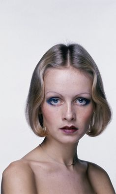 British model Twiggy wears her hair in an elegantly waved bob in a promotional shot for the Ken Russell film 'The Boy Friend', Get premium, high resolution news photos at Getty Images 1970s Hairstyles, Cute Hairstyles For Short Hair, Celebrity Hairstyles, Bob Hairstyles, Short Hair Cuts, Short Hair Styles, Short Wavy, Casual Hairstyles, Pixie Haircuts