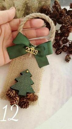 Easy Christmas Ornaments, Handmade Christmas Decorations, Noel Christmas, Rustic Christmas, Simple Christmas, Christmas Wreaths, Christmas Ideas, Theme Noel, Diy Weihnachten