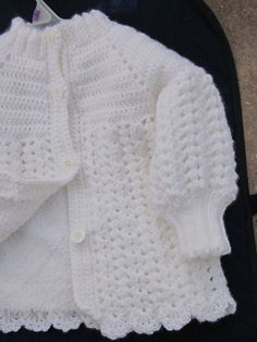 Super easy crochet baby jacket in shell stitch with sweet scalloped hem. Note the neck & cuffs are knitted (not corcheted) in rib. Crochet Baby Cardigan Free Pattern, Crochet Baby Jacket, Crochet Baby Sweaters, Baby Sweater Patterns, Crochet Baby Clothes, Baby Patterns, Baby Knitting, Blue Baby Blanket, Girls Winter Coats
