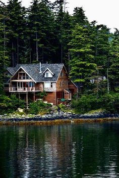 old house When I get rich and have multiple homes. Such a dream to live in the mountains on a lake! under-house pool Dreamed house beautifu. Haus Am See, Cabin In The Woods, House By The Lake, Home Modern, Interior Modern, Kitchen Interior, Dream House Exterior, Cabins And Cottages, Lake Cabins