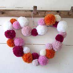 Make a Pom Pom Wreath in the shape of a heart. In Swedish and English.