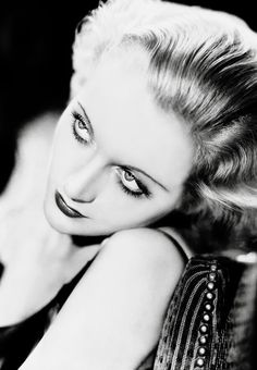 Carole Lombard. Via hollywoodlady.tumblr.com