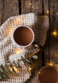 Hot Chocolate with Almond Milk Coffee Photography, Food Photography, Lait Vegan, Coffee Shot, Sweet Cooking, Thermomix Desserts, Irish Coffee, Winter Day, Vegan Lifestyle