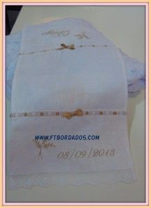 toalla de bautizo personalizada para bebe, www.ftbordados.com