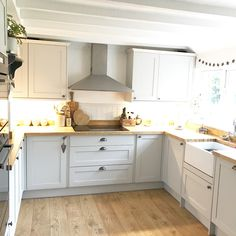 Modern cottage country kitchen fron howdens. @theoldforgecottage