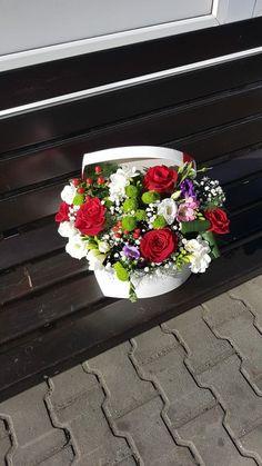 Aranjament realizat in cutie din trandafiri, hipericum,frezii, lisianthus si santinii. Floral Wreath, Boxes, Wreaths, Home Decor, Floral Crown, Crates, Decoration Home, Door Wreaths, Room Decor