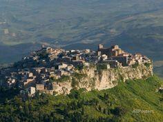 Morning View of Hill Town, Calascibetta, Enna, Sicily, Italy Fotodruck von Walter Bibikow bei AllPosters.de