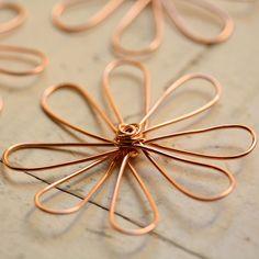 2 Solid Copper Wirework Flowers XLarge Daisy por myCorabella