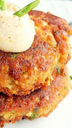 Make substitution of cracker and panko crumbs to make diabetic friendly Creole Fried Salmon Cakes with Hot Mayonnaise _ Salmon Cakes…yes, not just any salmon cakes, but salmon cakes made with Wild Caught Alaskan Salmon! Salmon Recipes, Fish Recipes, Seafood Recipes, Cooking Recipes, Recipies, Wild Salmon Recipe, Healthy Recipes, Salmon Dishes, Fish Dishes