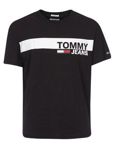 Tommy Hilfiger Essential Box Logo T-shirt In Black Adidas Shirt Mens, Cool Outfits For Men, Tommy Hilfiger T Shirt, T Shorts, Men's Wardrobe, Box Logo, Logan, Shirt Designs, Mens Tops