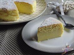 Cheesecake japonais. Recette de cuisine ou sujet sur Yumelise blog culinaire. Léger, aérien, doux et délicieusement vanillé, ce cheesecake japonais est original et bien moins calorique que son homologue américain. Un vrai nuage en bouche !