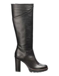Stiefel aus echtem Leder mit hohem Blockabsatz und Reissverschluss auf der Innenseite. #madeleinefashion Ballerinas, Pumps, Heeled Boots, Shoes, Fashion, Latest Shoes, Buy Shoes, Shoes Online, Mocassin Shoes