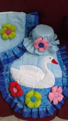 lenceria de baño Bathroom Sets, Unicorn Birthday, Soft Furnishings, Hand Embroidery, Toilet, Diy And Crafts, Projects To Try, Applique, Lily