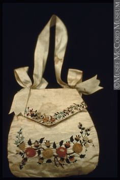 Purse, reticule  About 1830, 19th century  17.6 x 17.7 cm  Gift of Miss A. L. Esdaile  M18075  © McCord Museum