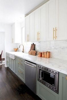 green kitchen Admirable Kitchen Cabinets Design and Decoration Ideas - Page 26 of 54 Green Kitchen Cabinets, Farmhouse Kitchen Cabinets, Kitchen Cabinet Design, Modern Kitchen Design, Interior Design Kitchen, Kitchen Counters, Kitchen Cabinetry, Sage Green Kitchen, Contemporary Kitchen Cabinets