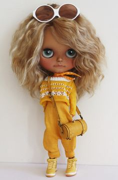 Blythe en amarillo