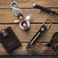 Cool #leather #accessories #design by Biken USA! All #handmade for the #biking community, based in Los Angeles! #keychain #wallet #pocketsize #flashlight #earbud #organizer #everdaycarry #edc #bike #biker #iphone #charger Go check them out! http://biken.us