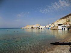 Εάν θέλεις να ξεφύγεις πραγματικά, οι διακοπές στη Μήλο επιβάλλουν στάση για μπάνιο στην παραλία Φυροπόταμος.