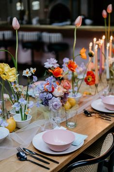 Hip Wedding, Lilac Wedding, Wedding Table Flowers, Wedding Table Numbers, Wedding Reception Decorations, Colourful Wedding Flowers, Wildflowers Wedding, Flower Table Decorations, Wedding Ideas