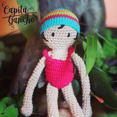 Look retro para quinta quente na praia! ;) Peça com design original da @capitaganchocroche. ----- Encomendas:  capitaganchocroche@hotmail.com ✈ Enviamos para todo o Brasil ----- #croche #crochetaddict #moderncrochet #artesanato #semprecirculo #brinquedos #beach #praia #feitoamao #verano #ganchillo #crochet #craftastherapy #heklanje #crochetdoll #munheca #handmade  #design #yarnaddict  #pink(