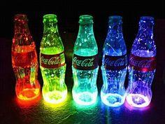 Si no toma coca cola. Use coca cola Image Swag, Glow Jars, Glow Stick Jars, Coca Cola Bottles, Glow Sticks, Neon Lighting, Glass Bottles, Pop Bottles, Water Bottles