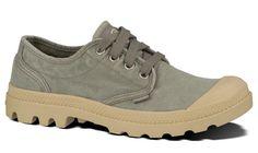 Obuv Palladium. Plátený model Palladium Pampa Oxford sú nízke topánky vhodné na teplejšie počasie. Sú dokonalo priesušné s výbornou gumenou podrážkou. Pôvodne military obuv si dnes dodnes uchovala svoj štýl, i keď dnes sa nosí v mestskom prostredí. Francúzska značka, ktorá svoj dizajn postavila a tiež obúvala francúzsku légiu.