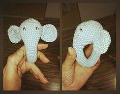 Nyt on miehen veljen vauvalle lisää lahjaa valmiina. :)  Vielä jotain pientä olisi kiva keksiä, katsotaan.   Löysin norsu helistimen ohjeen ...