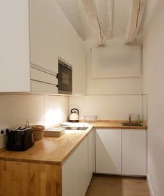 70 cozinhas pequenas que são lindas e funcionais Decor, Kitchenette, Kitchen Design Small, Kitchen Cabinets, Interior Architecture, Small Kitchen, Mini Kitchen, Sweet Home, Kitchen Design