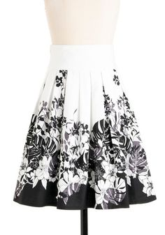 Pleated skirt with border print