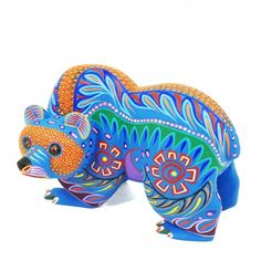 Oaxacan carved and painted wood sculpture. Hispanic Art, Latino Art, Wood Animal, Mexican Designs, Colorful Animals, Indigenous Art, Mexican Folk Art, Animal Sculptures, Native American Art
