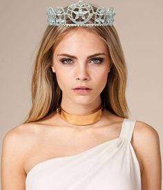 #CaraDelevingne wearing a #tiara which makes sense since she is on top of the model food chain!
