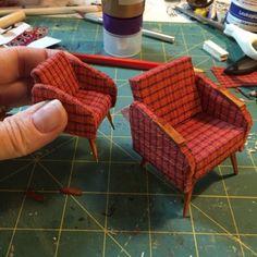 Näitä nojatuoleja valmistuikin sitten sika monta kun vauhtiin pääsin! Ja yksi kovin pikkuinen ;)