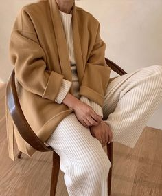 Le Fashion: We Want to Live In a Cozy Ribbed Set This Fall and Winter Camel Coat Outfit, Outfit Jeans, Minimal Chic, Minimal Fashion, Minimal Clothing, Minimal Design, Modest Fashion, Fashion Outfits, Dope Outfits