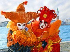 Veneciaes una ciudad única en el mundo que todos quieren visitar. Un lugar que, cada vez que vuelvan, conseguirá sorprenderles por las emociones y los encantos que tiene.. El centro histórico de Venecia está formado por 118 pequeñas islas con más de 400 puentes que las unen y forman un …