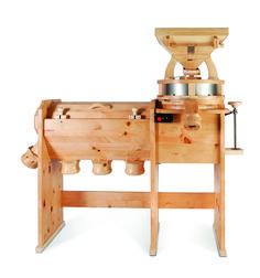 Heute stellen wir euch mal einen unserer Großen vor;-) Die Osttiroler #Kombimühle mit #Siebmaschine GMSM. Zur Herstellung von Vollkornmehl und Vollkornschrot und zur Trennung von #Vollkornmehl in #Feinmehl, #Grieß und #Kleie in einem Arbeitsgang. 2 Jahre Garantie, Massivholz, Industriemotor mit Überlastungsschutz uvm. Steindurchmesser von 30 cm bis 50 cm.