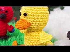 Wir stellen im Moment die Anleitungen für 5 süße Vögelchen online. Heute haben wir auch wieder ein süßes Exemplar für Sie: Enzo die Ente! Häkeln Sie mit und sammeln Sie sie alle! Viele haben schon den kleinen Pinguin und den Storch gehäkelt. Heute häkeln wir fröhlich weiter mit einer kleinen Ente. Creature Feature, Mellow Yellow, Free Games, Creations, Crochet Hats, Beanie, Kitty, Moment, Blog