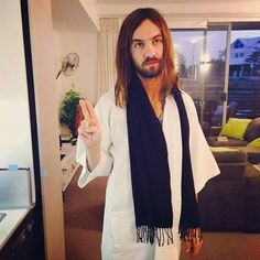Peace from kevin. Tame Impala Concert, Beautiful Men, Beautiful People, Kevin Parker, Video Game Music, Cat People, Girl Bands, Perth, Fangirl